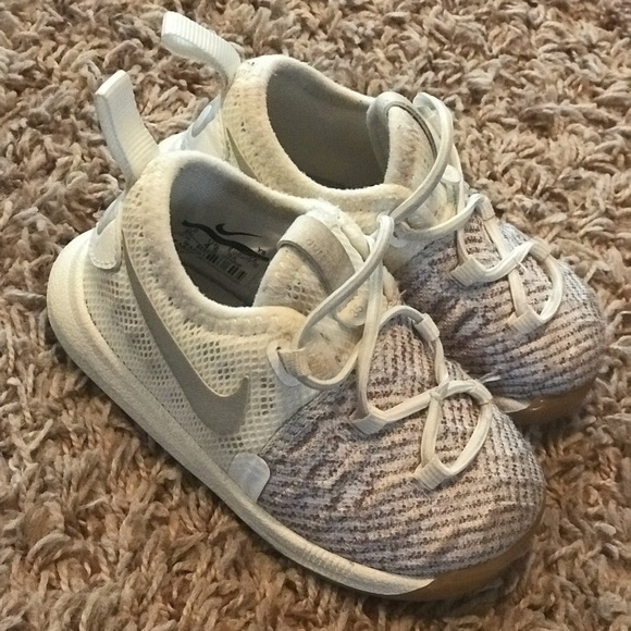 30865a7d123a Nike KD 5c shoes. M 5c98d46e4ab63347a07f8449